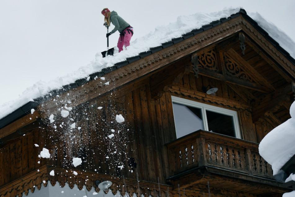 Enorme Schneelast auf Hausdächern: Experten warnen in Bayern vor Gefahr