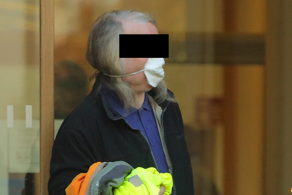 Manfred S. (65) musste gestern wieder wegen Beleidigung vors Amtsgericht.