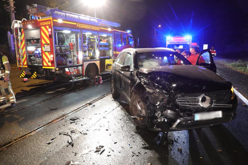 Der schwarze Mercedes wurde erheblich beschädigt.