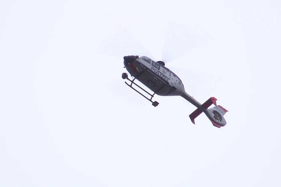 Auch ein Hubschrauber der Polizei war im Einsatz.