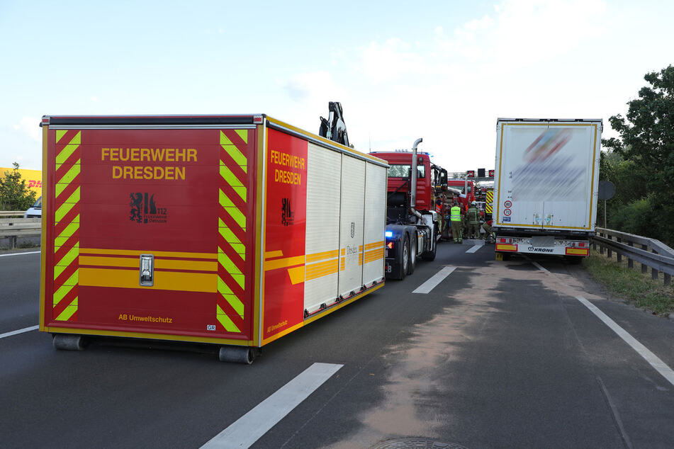Der Umweltzug der Wache Übigau pumpte rund 500 Liter Diesel aus dem beschädigten Tank.