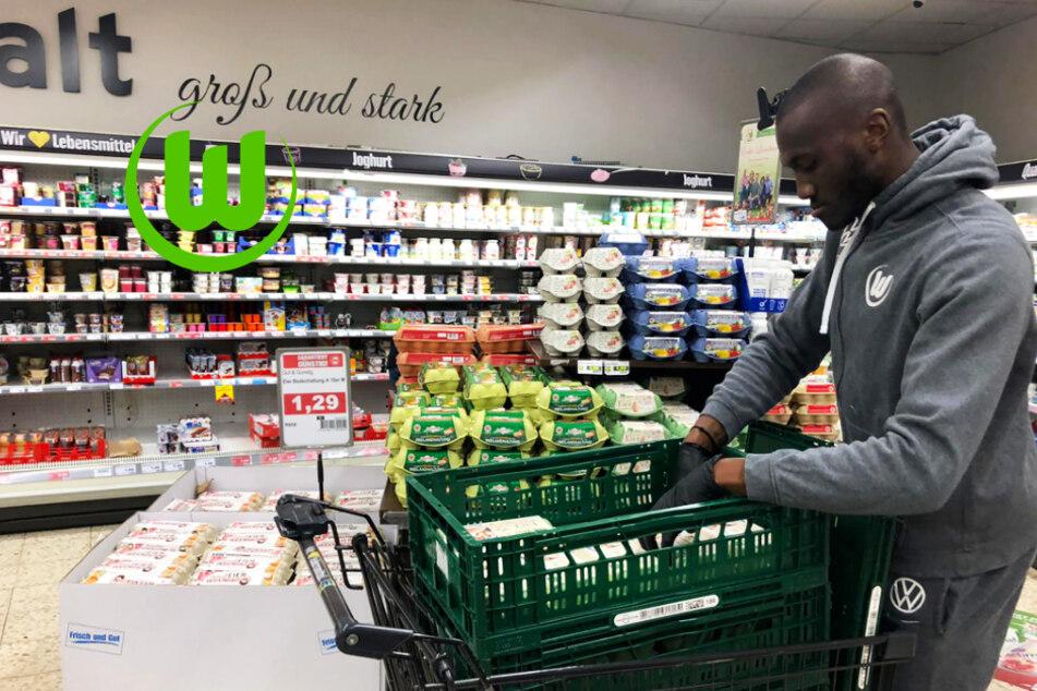 VfL Wolfsburg mit erstklassiger Geste: Profis helfen in Supermärkten aus