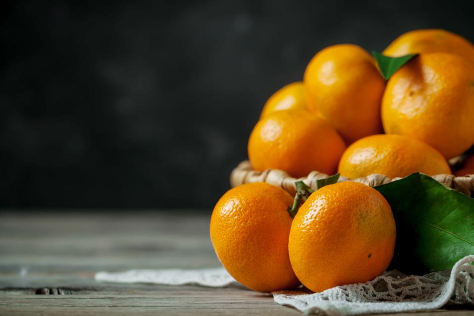 In den Wintermonaten ist in Südeuropa die Haupterntezeit von Mandarinen. Entsprechend groß gestaltet sich das Angebot in unseren Supermärkten.