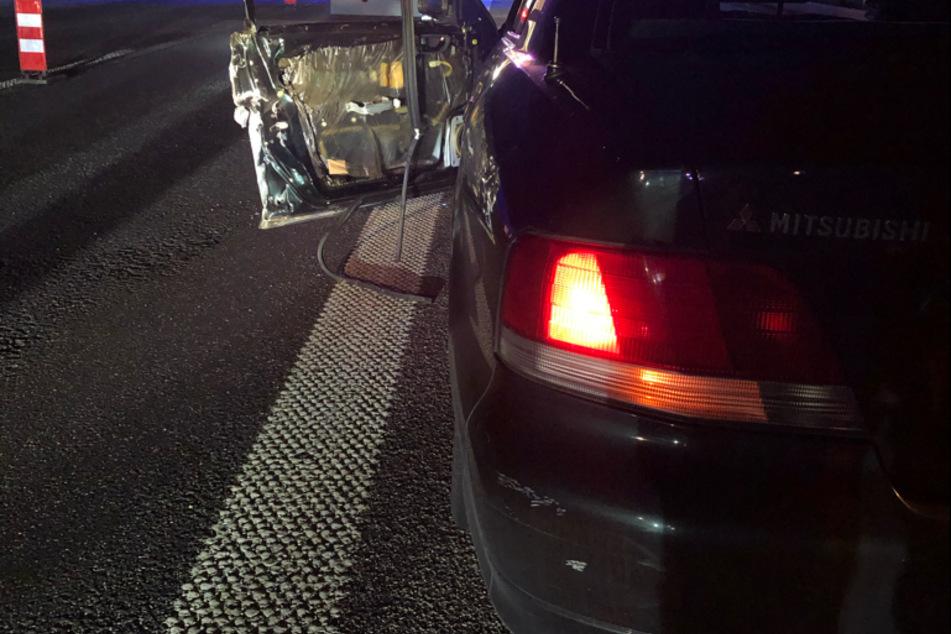 Mann lässt Zigarette im Auto fallen und verliert fast sein Leben