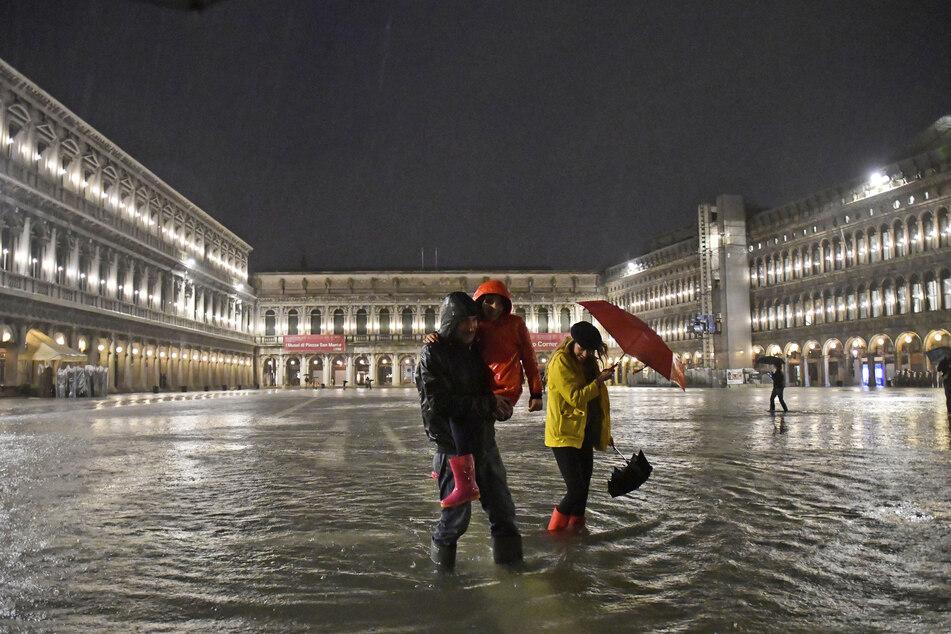 Venedig unter Wasser! Teile der Stadt überflutet