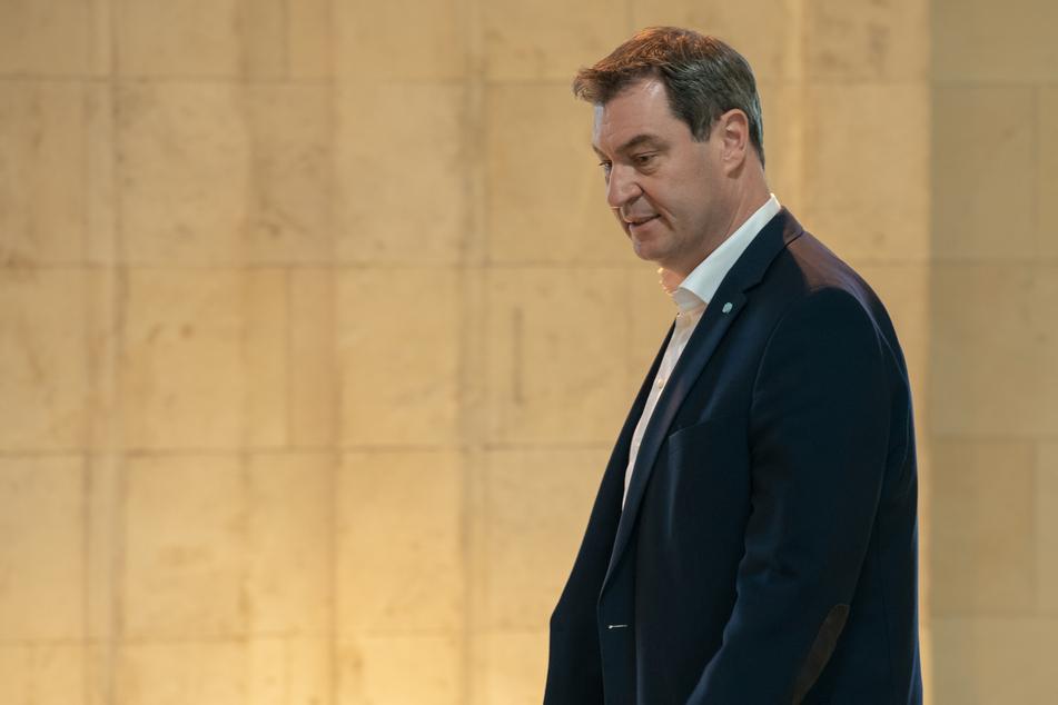 Markus Söder (CSU), Ministerpräsident von Bayern, kommt zu Beginn der Kabinettssitzung in den Kuppelsaal der Bayerischen Staatskanzlei. Markus Söder fordert nach der in Deutschland geplanten Verschärfung der Arbeitsschutzvorschriften in der Fleischindustrie auch eine europäische Lösung.