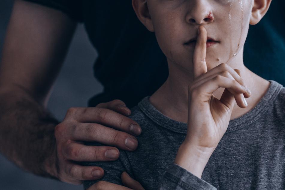 Wissenschaftler sicher: Zu wenige Hilfs-Angebote für männliche Opfer sexueller Gewalt