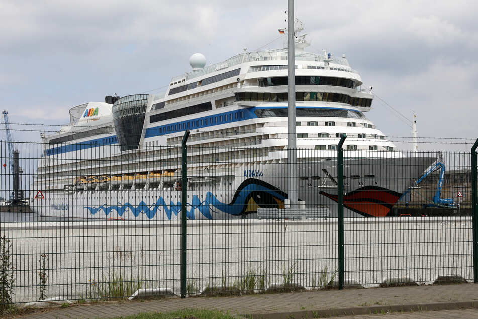 Die AIDAblu der Reederei Aida Cruises liegt im Seehafen Rostock.