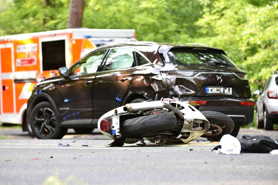 Motorradfahrerin bei Unfall in Köln schwer verletzt