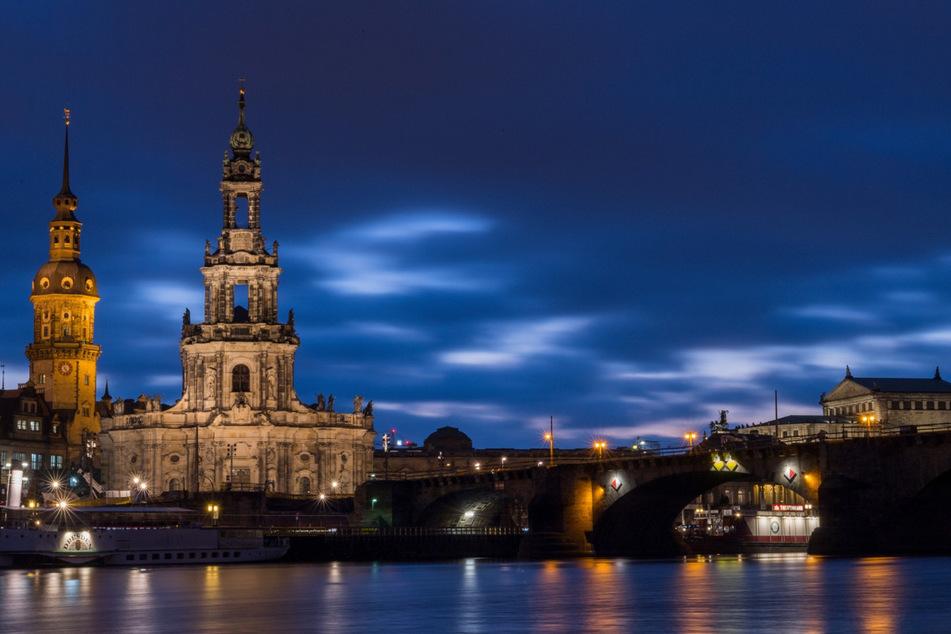 Der Vorfall passierte am Freitagabend auf der Augustusbrücke in Dresden.