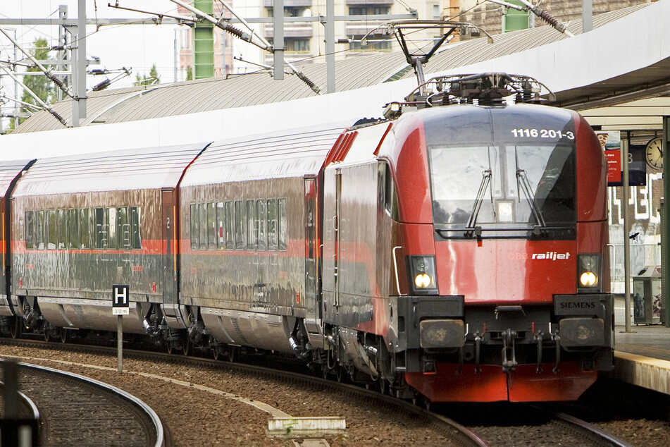 In einem Railjet-Zug der Österreichischen Bundesbahnen (ÖBB) geschah der Übergriff. (Symbolbild)