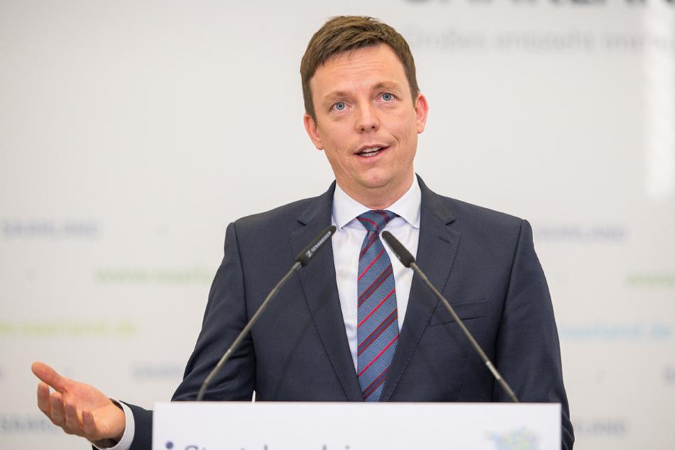 Hat der saarländische Ministerpräsident Tobias Hans bereits einen künftigen Kanzler im Auge? (Archiv)