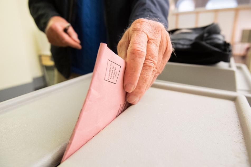 Der Druck der Stimmzettel hat 60 Stunden gedauert – hierfür wurden 27.000 Kilogramm Papier verbraucht. (Symbolbild)