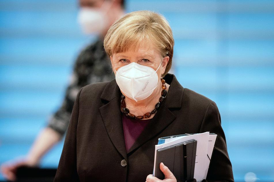 Bundeskanzlerin Angela Merkel (66, CDU) enthält sich in der Kanzlerkandidaten-Debatte.