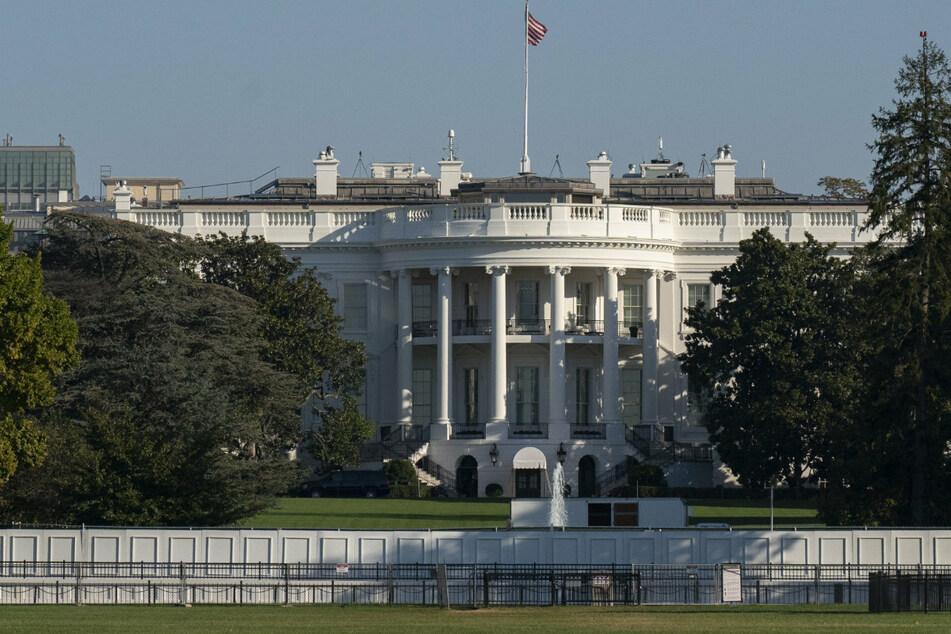 Sie sind wieder da! Bush und Clinton dürfen zurück an ihren alten Platz im Weißen Haus
