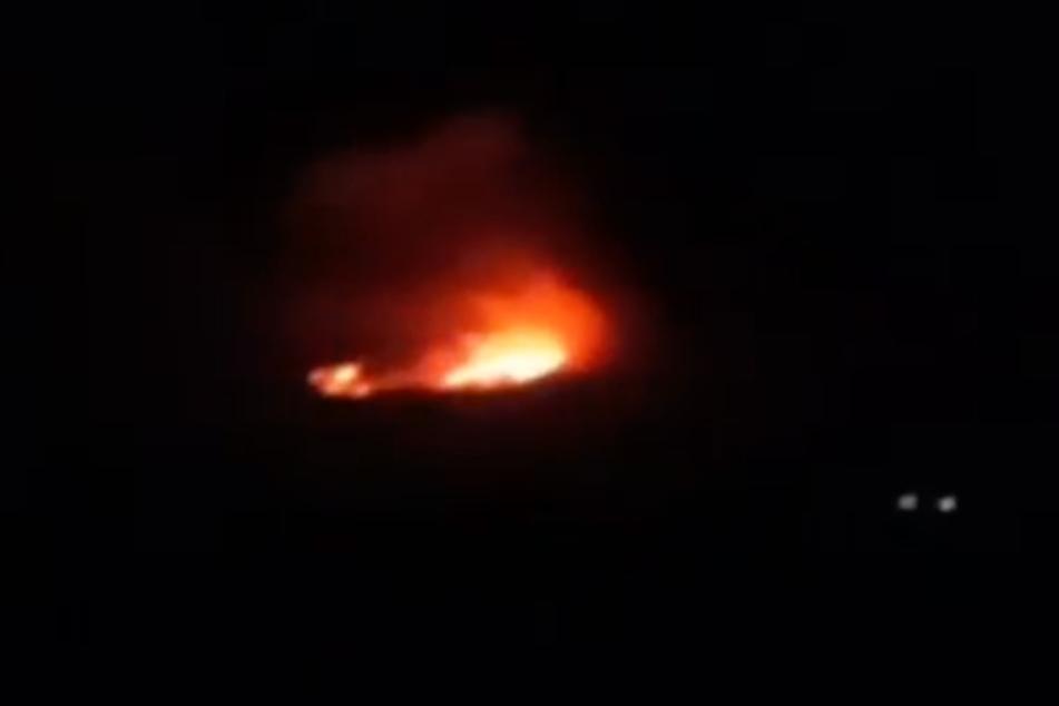 Videoaufnahmen zeigen das Feuer auf dem Kilimandscharo aus sicherer Entfernung.