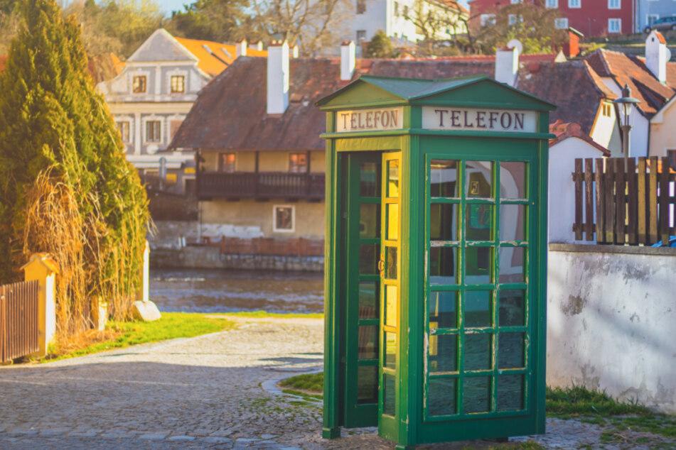 Eine typische tschechische Telefonzelle in der Nähe von Cesky Krumlov.