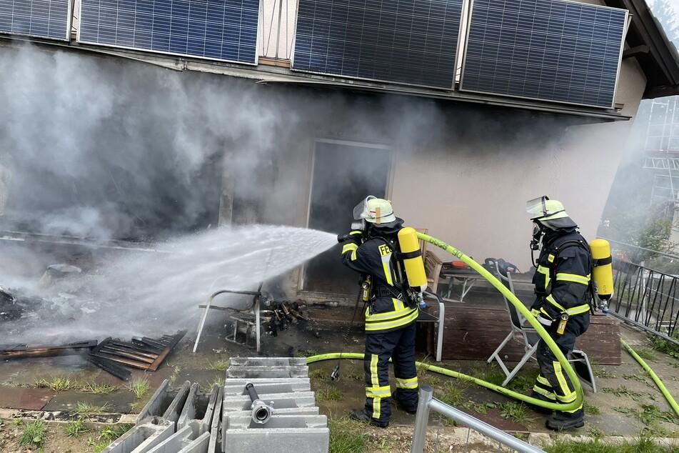 50 Einsatzkräfte waren nötig, um das Feuer und die Rauchentwicklung unter Kontrolle zu bekommen.