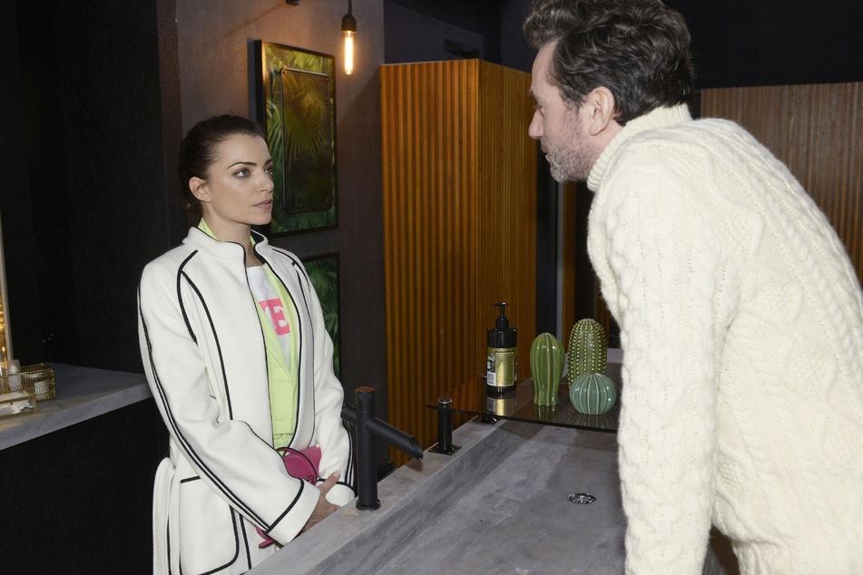 Aaron Thiel bietet Emily an, für Geld mit ihm zu schlafen.