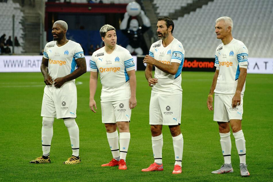 Nasri (2. v. l.) neben den Olympique-Marseille-Legenden Djibril Cissé (40, l.), Robert Pires (40, 2. v. r.) und Fabrizio Ravanelli (52, r.)