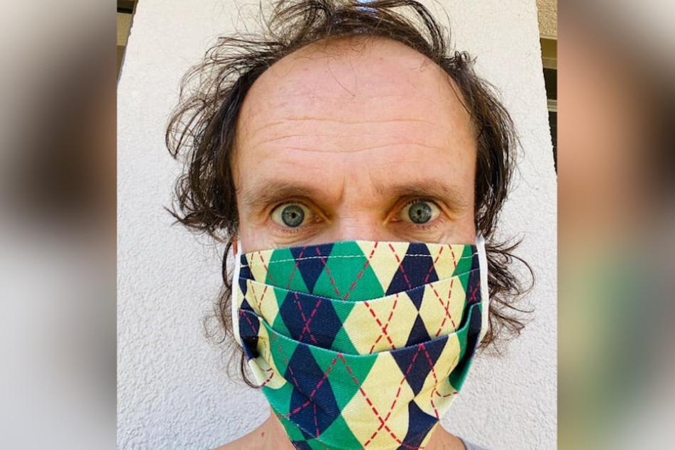 Auch mit Maske sofort erkannt: Olaf Schubert kann sich nicht verstecken