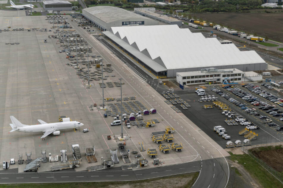 Hunderte neue Arbeitsplätze bei Amazon durch Luftfrachtzentrum bei Leipzig