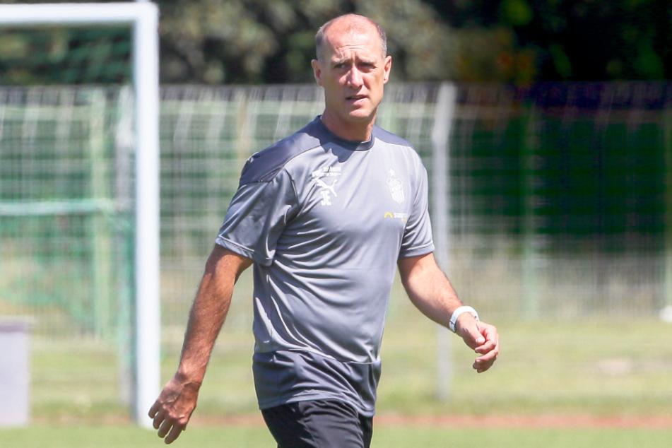 Noch viel Zeit bis zum Start der 3. Liga Mitte September: Trainer Joe Enochs (48) kann die Vorbereitung mit dem FSV Zwickau ruhig und gelassen angehen.