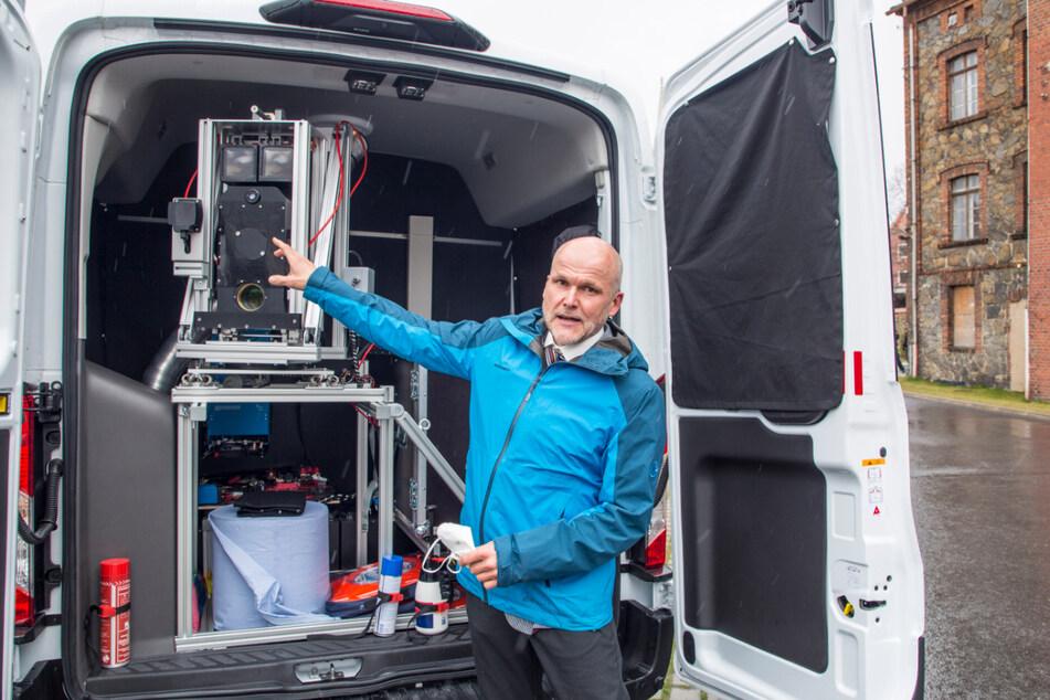 Soko Argus-Chef Martin Reiner (52) präsentierte am Donnerstag die mobile Überwachungseinheit.