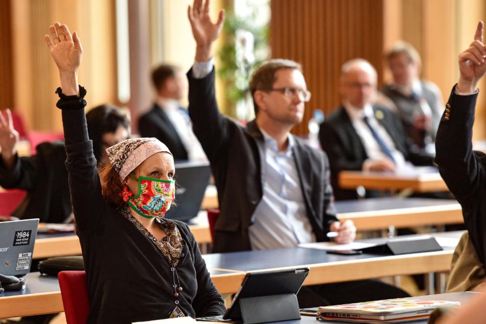 Einige Räte wie Kati Bischoffberger (51, Grüne) trugen Mundschutz.