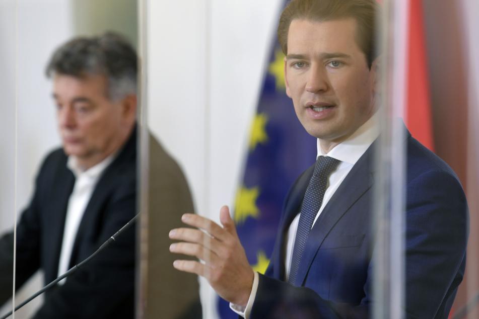 Vizekanzler Werner Kogler (l, Grüne) und Bundeskanzler Sebastian Kurz (ÖVP) im Rahmen einer Pressekonferenz in Wien.