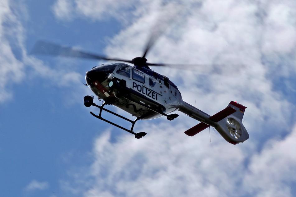Die Polizei wurde bei der Suche von einem Hubschrauber-Team unterstützt (Symbolbild).