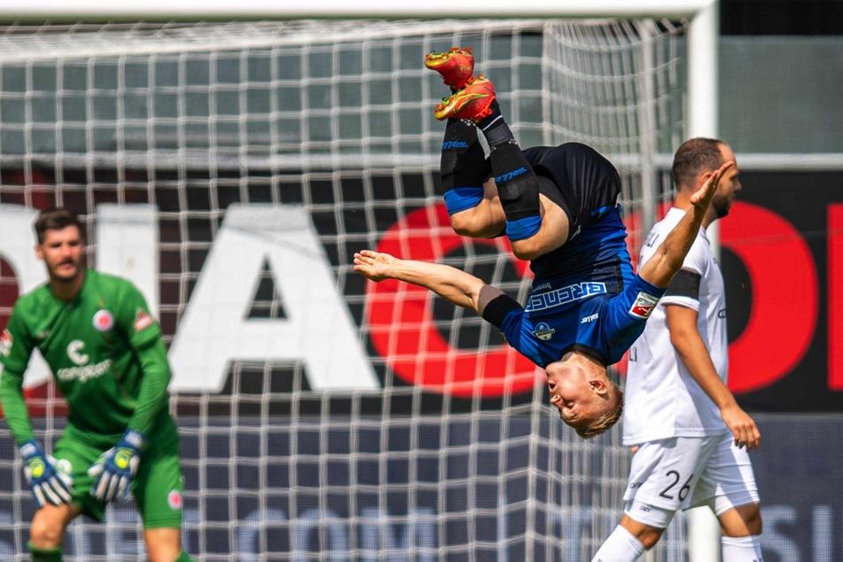 Kai Pröger (29) jubelt per Salto über seinen Siegtreffer.