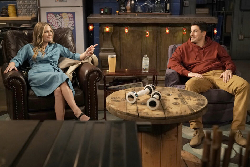 """Genial: """"American Pie""""-Star Jason Biggs feiert mit Pro7-Serie """"Outmatched"""" Comeback"""