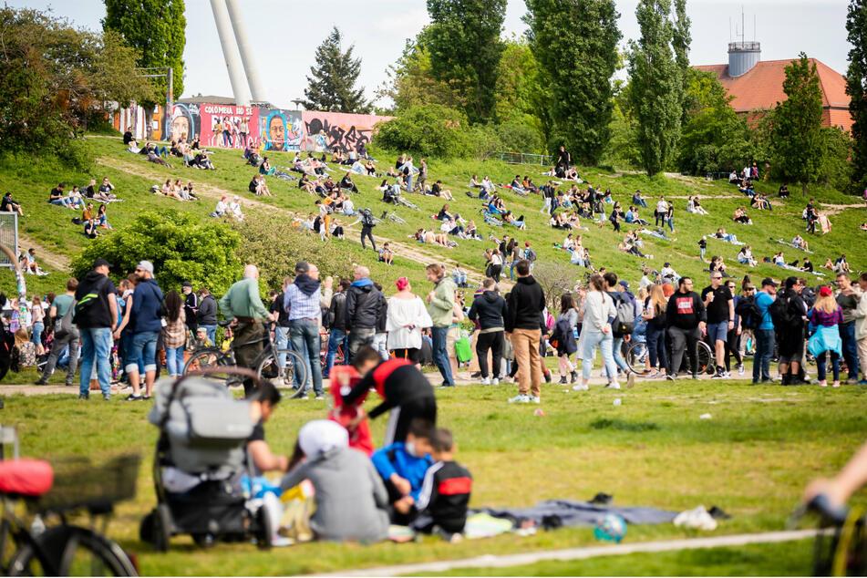An Zugängen zum Mauerpark sollen bis Jahresende Barrieren in Form von Polleranlagen eingebaut werden.