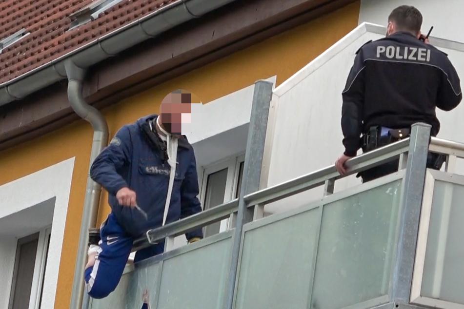 Der 46-Jährige auf dem Balkon im dritten Obergeschoss des Mehrfamilienhauses.
