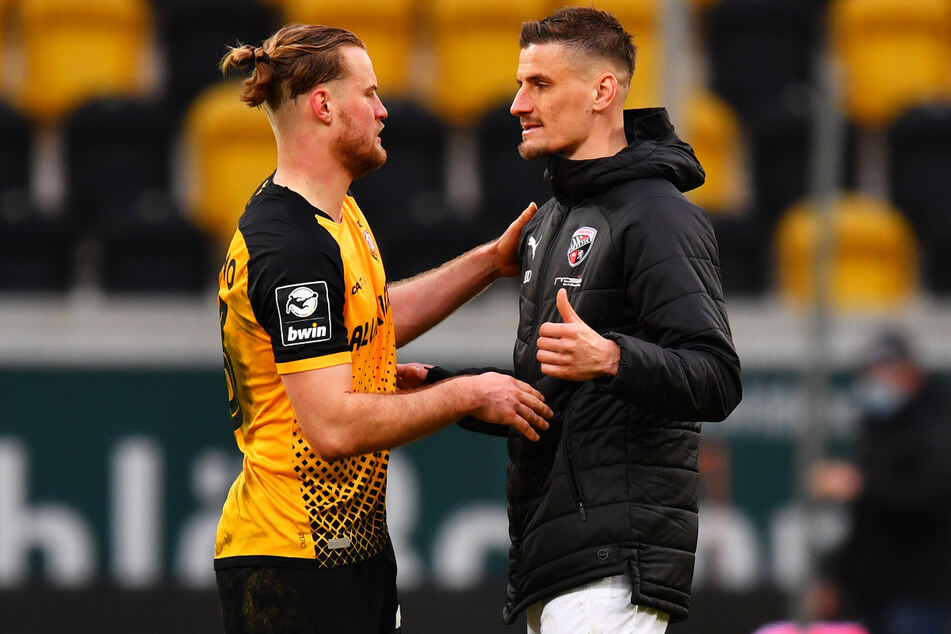 Zwei gebürtige Dresdner unter sich: Dynamo-Kapitän Sebastian Mai (27, l.) musste Ingolstadts Spielführer Stefan Kutschke (32) nach dem Schlusspfiff trösten.