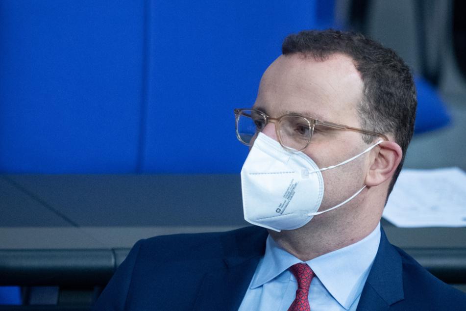 Bundesgesundheitsminister Jens Spahn dringt in Nürnberg auf weitere Corona-Beschränkungen. (Archiv)