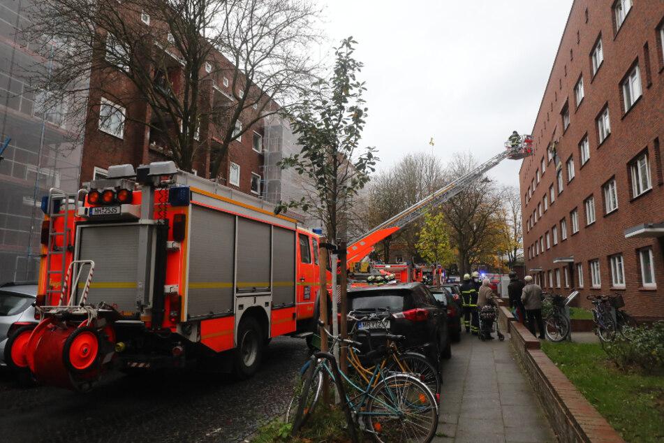 Die Feuerwehr Hamburg ist in Barmbek im Großeinsatz.