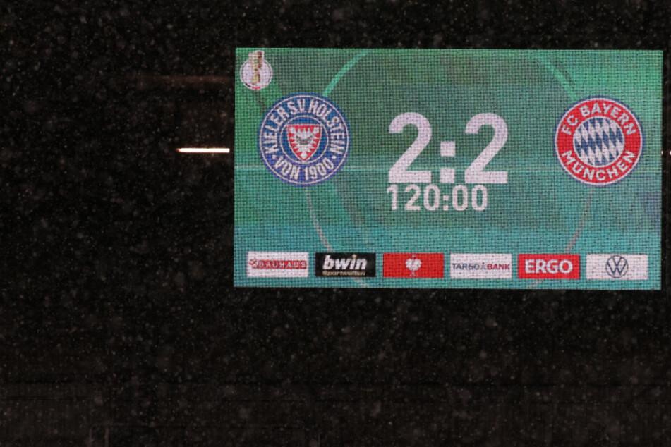 Ehefrau ausgesperrt: Pokal-Spiel zwischen Kiel und Bayern sorgt für kuriosen Einsatz!