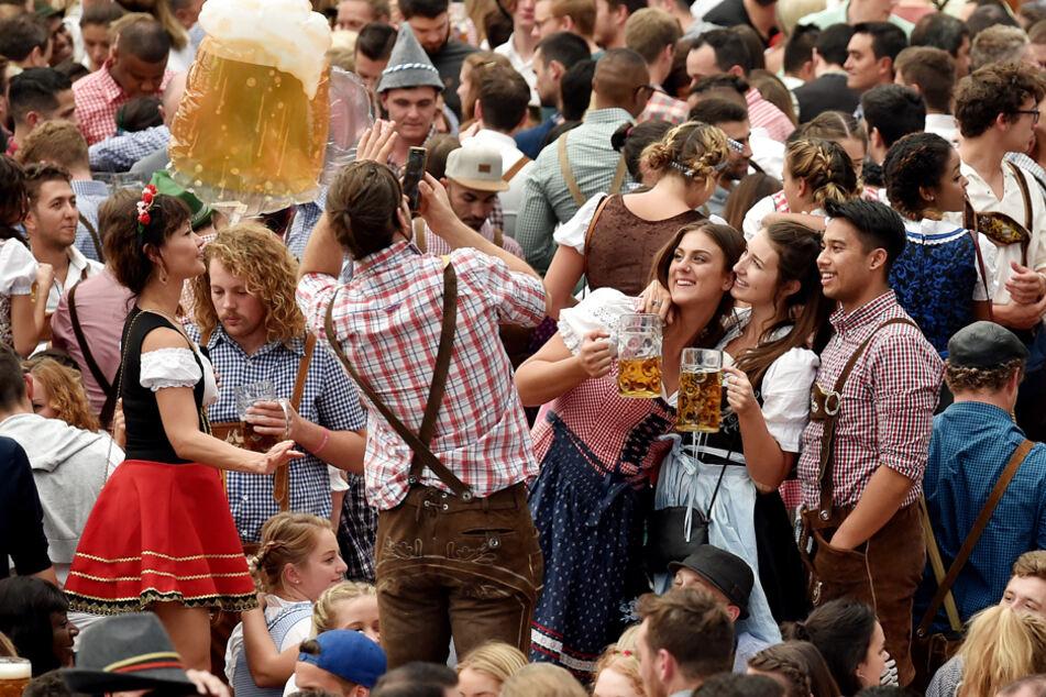 """Das """"Donaulied"""" spaltet das Bierzelt-Publikum. Die Initiative auch. (Archiv)"""