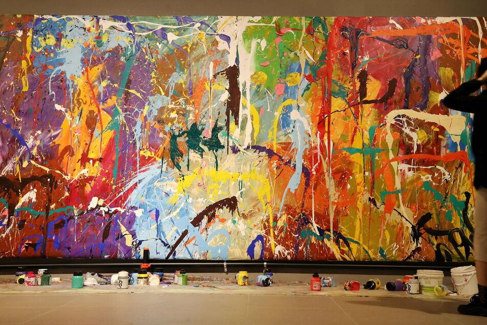 Paar bekleckst versehentlich teures Gemälde: Die Reaktion des Ausstellers überrascht