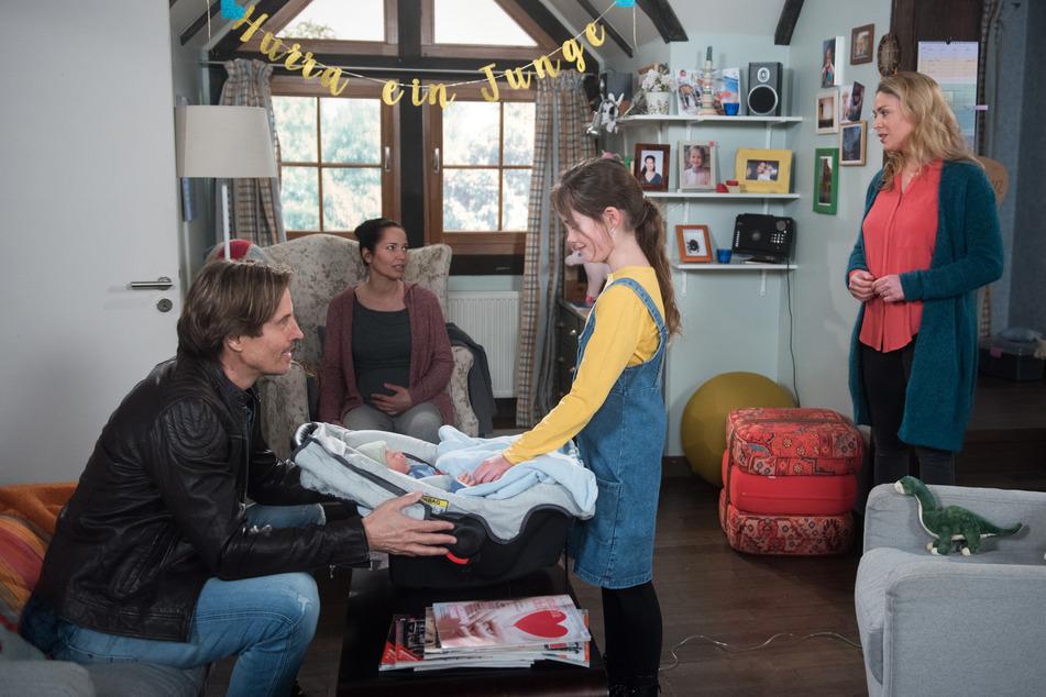 """""""Rote Rosen"""": Die Familie Berger heißt den kleinen Louis willkommen."""