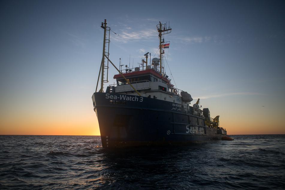 Das Schiff ist rund 50 m lang und als Jacht in Deutschland registriert. Es wird für die Seenotrettung im Mittelmeer eingesetzt.