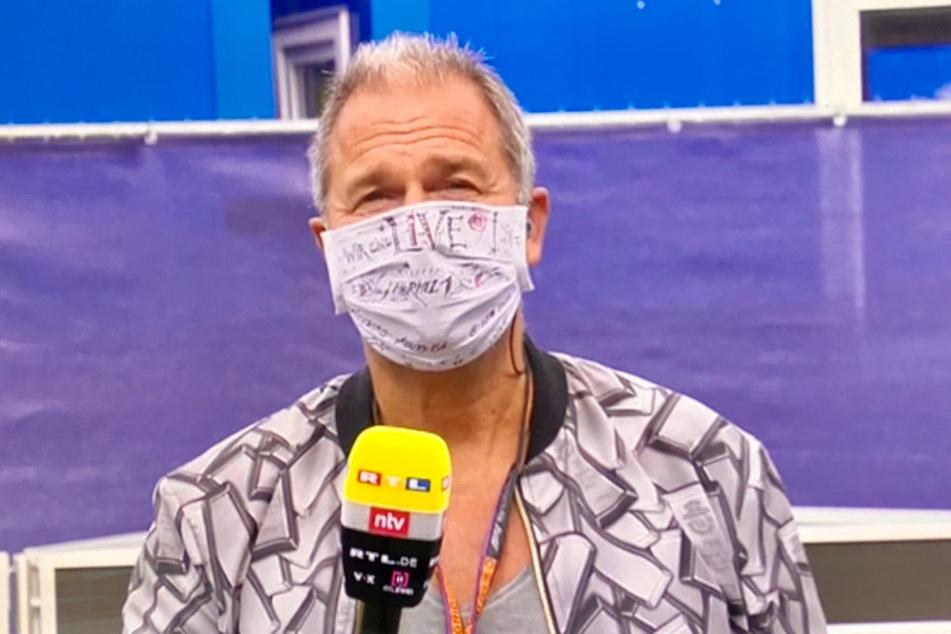 Kai Ebel (55) meldet sich aus der Boxengasse mit sächsischer Künstler-Maske.