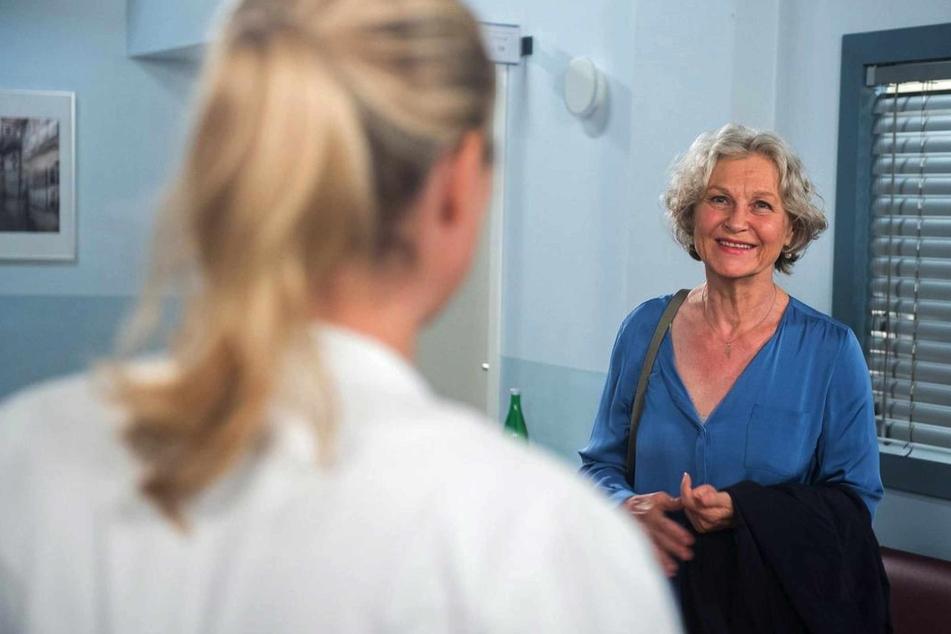 Dörte sieht es als Wink des Schicksals, als Britta ihr einen Job im Krankenhaus anbietet.