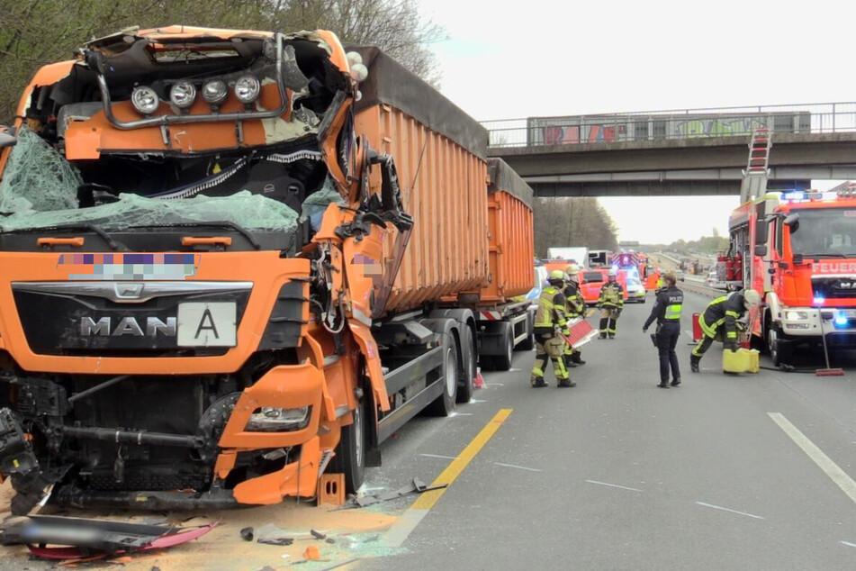 Der Lkw des 31-jährigen Verletzten aus Ochtrup ist sichtbar beschädigt.