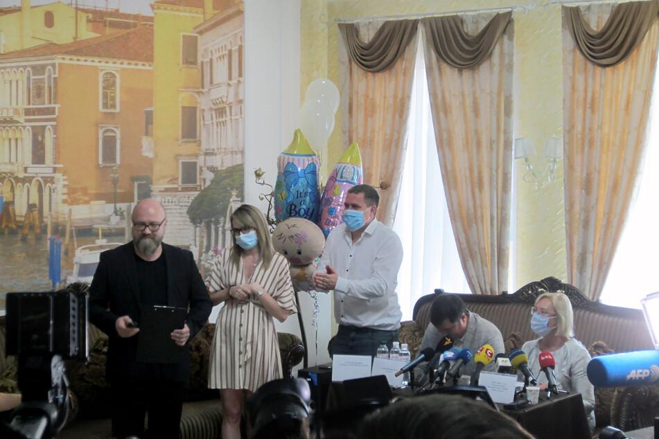 In der Ukraine können wegen der Corona-Einschränkungen noch immer Dutzende Babys von Leihmüttern nicht von ihren ausländischen Eltern abgeholt werden.
