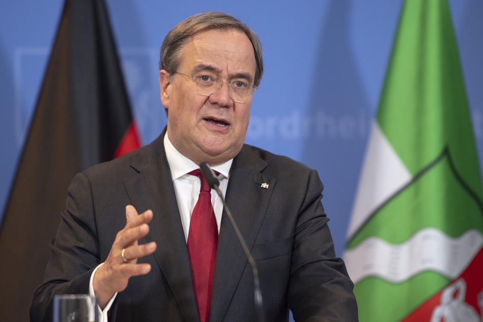 NRW-Ministerpräsident Laschet (59, CDU) informiert über die Beratungen der Ministerpräsidenten der Länder mit der Bundeskanzlerin zum weiteren Vorgehen in der Corona-Pandemie.