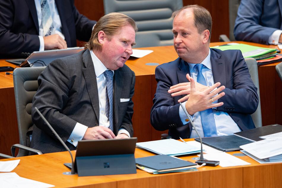 2021 will die NRW-Landesregierung laut Finanzminister Lutz Lienenkämper (51, CDU, l) keine neuen Schulden machen.