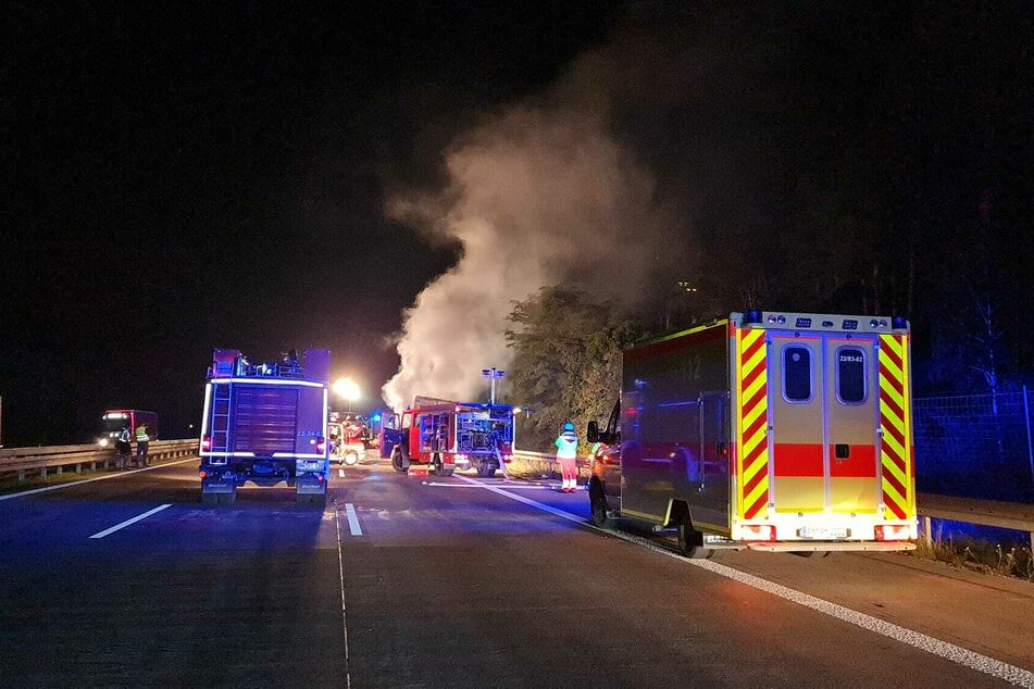 Auf der A2 stieg mehrere Meter hoher Rauch in den Himmel über das brandenburgische Ziesar.